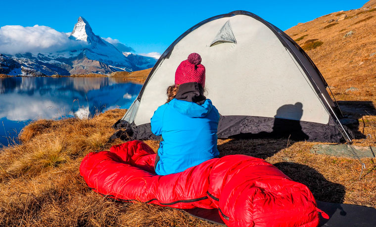 How to stay warm when camping in the winter