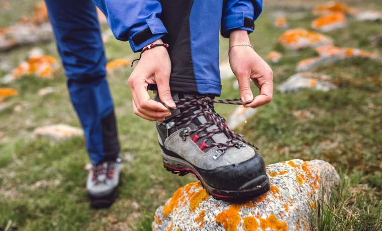 How to tie hiking boots