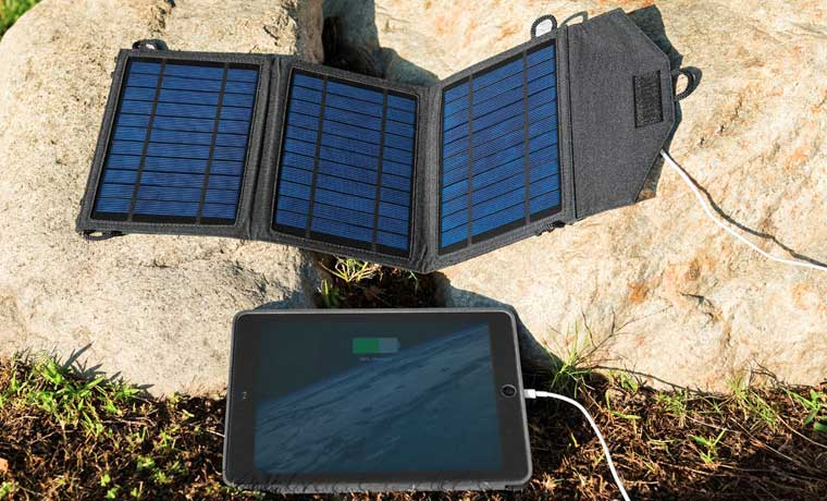 the best solar charger on rocks