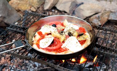 Cooking Campfire pizza